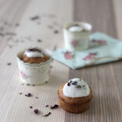 Muffins med rose og lavendel