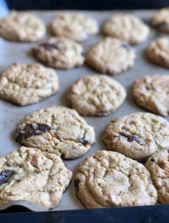 Diggekaker sjokolade cookies på stekebrett innendørs Gunn Helene Arsky