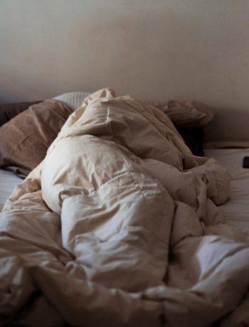 Seng dyne person migrene innendørs