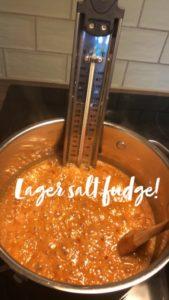 Karamell i gryte sukkertermometer fudge