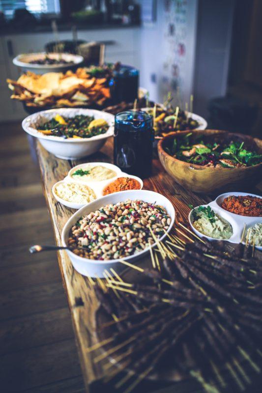 Indisk mat på langbord