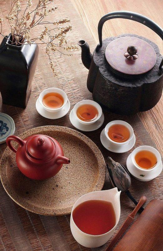 Tekanner og kopper med rooibos te